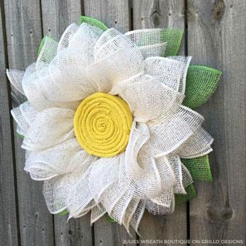 Óriás virág koszorú juta szalagból egyszerűen házilag