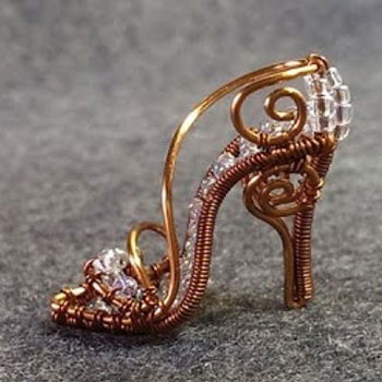 DIY mini high heel shoe wire pendant with beads - wire jewelry