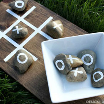 DIY Outdoor tic-tac-toe game from pebbles - garden game