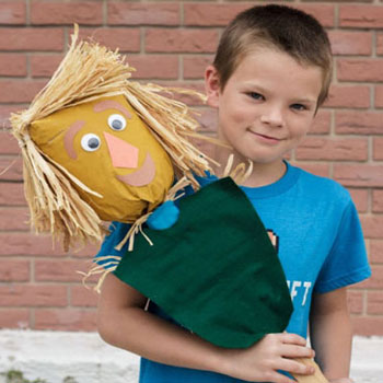 DIY Oz paper bag scarecrow - fun fall craft for kids