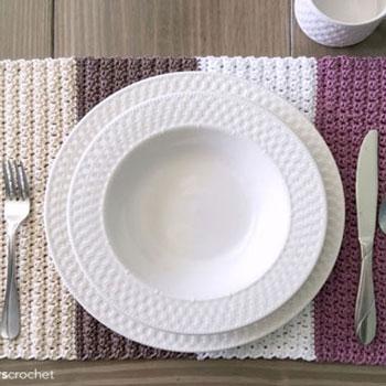 Egyszerű horgolt tányéralátét négy színnel (horgolásminta)