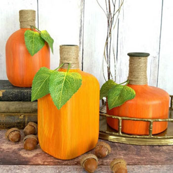 Őszi tök dekoráció festett italos üvegekből