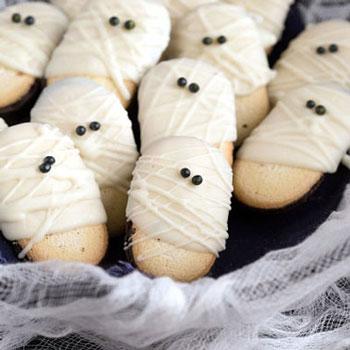 Piskóta múmiák - egyszerű Halloween desszert