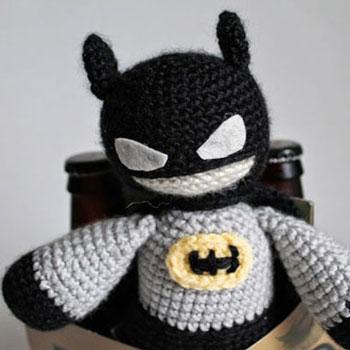 Amigurumi Batman plüss (ingyenes horgolásminta)