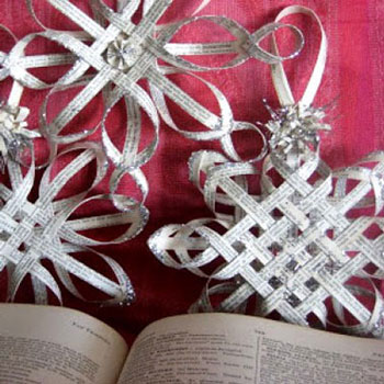 Szövött, csillag (hópehely) alakú papír karácsonyfadíszek