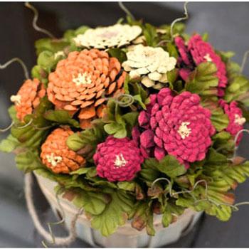 Őszi örök virág  dekoráció tobozból