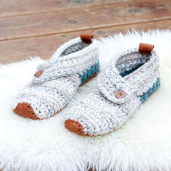 Women's Sunday slippers (free crochet pattern)