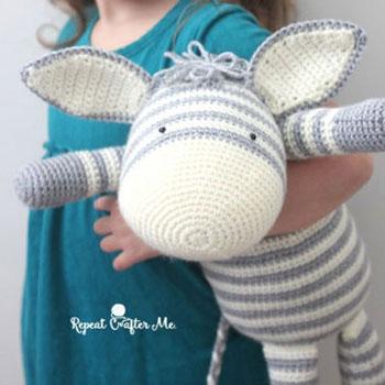 Large amigurumi zebra toy (free crochet pattern) - Mindy