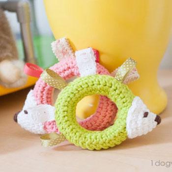 Amigurumi címke sünik - ingyenes babajáték horgolásminta
