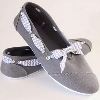 Egyszerű vászoncipők újragondolva szalagokkal