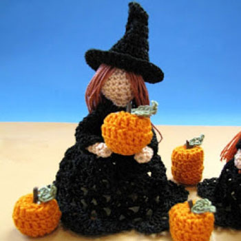 Amigurumi witch (or angel) - free crochet pattern