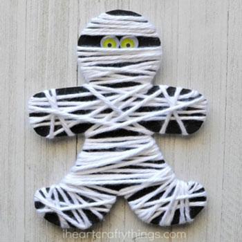 Egyszerű múmia fonalból - halloween ötlet gyerekeknek