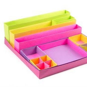 Színes asztali írószer rendszerező papírhajtogatással