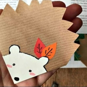 Aranyos süni sarok könyvjelző papírból gyerekeknek
