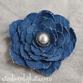 Egyszerű virág kitűző farmernadrágból - ruha újrahasznosítás