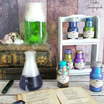 DIY Halloween magic potion bottle decor - upcycling craft