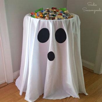 Szellem asztal - egyszerű halloween buli dekoráció gyerekeknek