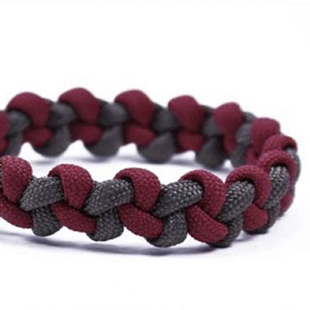 DIY Zigzag paracord bracelet with Mad Max closure