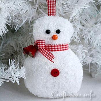 Egyszerű hóember karácsonyfadísz törölközőből