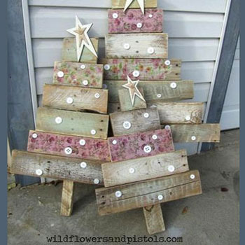 DIY Rustic pallet wood Christmas tree