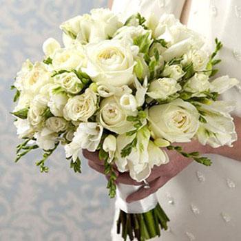 Elegáns fehér esküvői csokor házilag