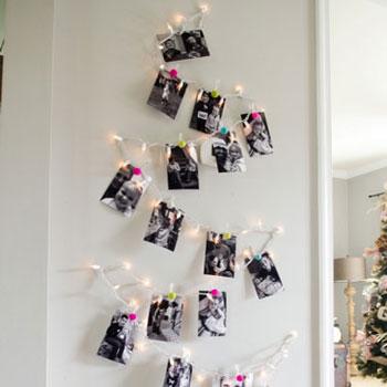 Családi fotó karácsonyfa fényfüzérrel egyszerűen