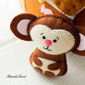 Kicsi filc majom (ingyenes szabásminta)