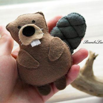 Kicsi filc hód figura (ingyenes szabásminta)