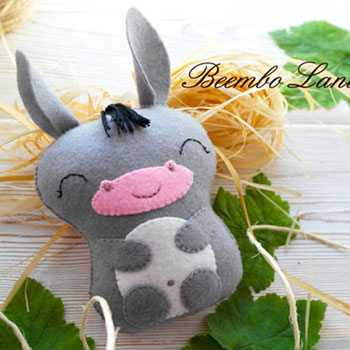 Adorable felt sleeping donkey (free sewing pattern)