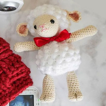 Cute amigurumi lamb baby toy (free crochet pattern)