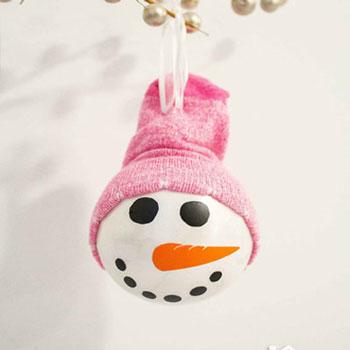 Egyszerű hóember fej karácsonyfadísz zokni sapkával