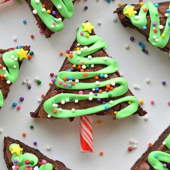 Karácsonyfa alakú brownie cukormáz szalaggal