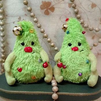 Aranyos karácsonyfa plüssfigura (ingyenes szabásminta)