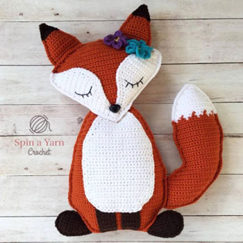 Sleepy fox crochet pillow - free crochet pattern