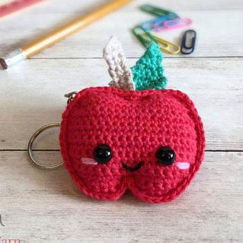 Mini horgolt alma kulcstartó (ingyenes horgolásminta)