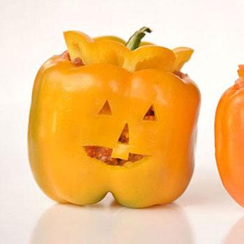 Halloween tök formájú töltött paprikák