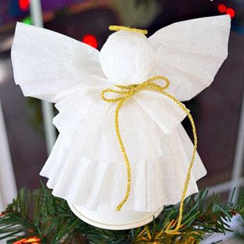 Angyalka karácsonyfadísz kávéfilter papírból és papírpohárból