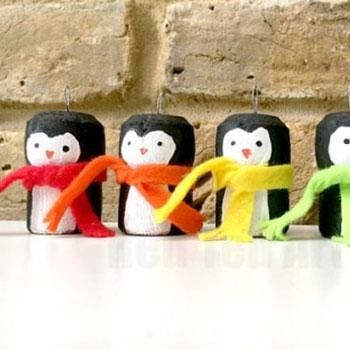 Parafadugó pingvin karácsonyfadísz - kreatív ötlet gyerekeknek