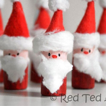 Wine cork Santa bowling - Christmas craft for kids