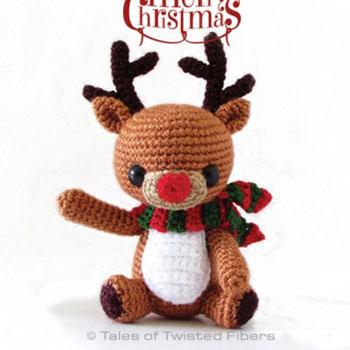 Amigurumi rénszarvas Rudolf sállal (ingyenes angol horgolásminta)