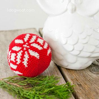 Horgolt piros hópehely gömb karácsonyfadísz - ingyenes minta