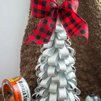 Egyszerű papír csík karácsonyfa - ötlet gyerekeknek