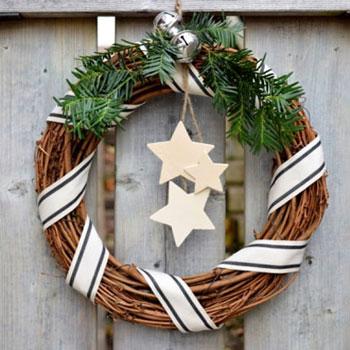 Egyszerű skandináv stílusú karácsonyi koszorú