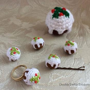 Christmas Cake Amigurumi Keychain Free Crochet Pattern Mindy