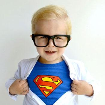 Vicces Clark Kent (Superman) jelmez egyszerűen házilag