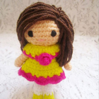 Little amigurumi doll in skirt (free crochet pattern)