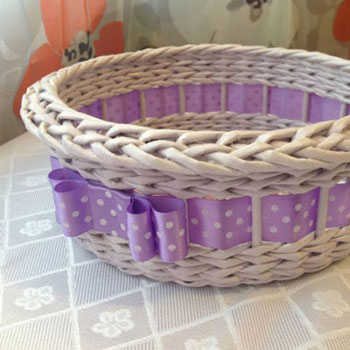 DIY Ribbon basket with newspaper weaving - upcycling craft