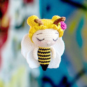 Adorable little crochet bee girl (free amigurumi pattern)