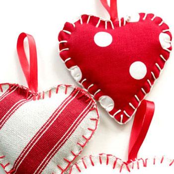 Egyszerű textil szívecske dísz ( szív dísz szabásmintával )