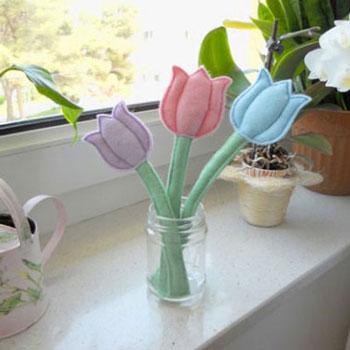 Egyszerű filc tulipán - tavaszi dekoráció (ingyenes szabásminta)